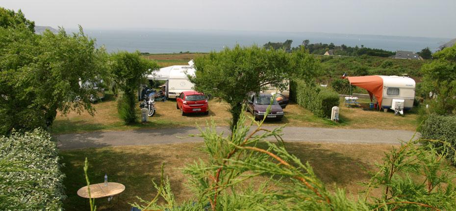 Installez vous sur votre emplacement au camping sur la presqu'Île de Crozon en Bretagne