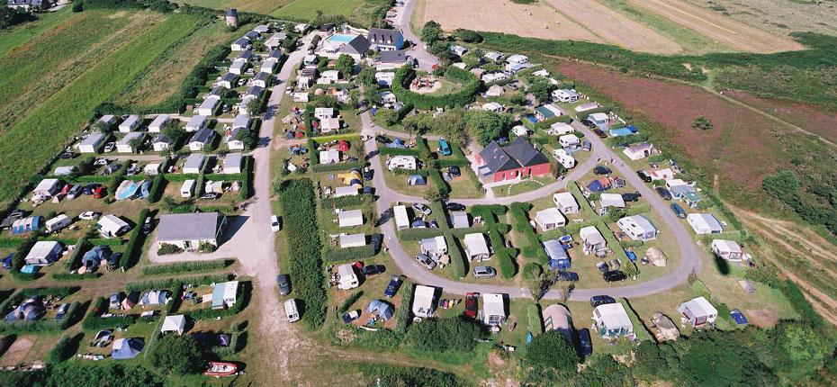 La vue du camping Le Grand Large sur la presqu'Île de Crozon en Bretagne