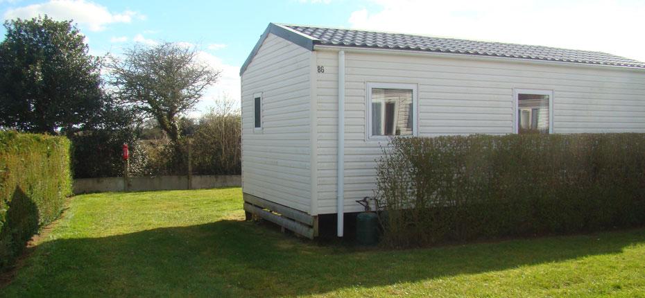 L'extérieur du mobil-home loft dans le Finistère