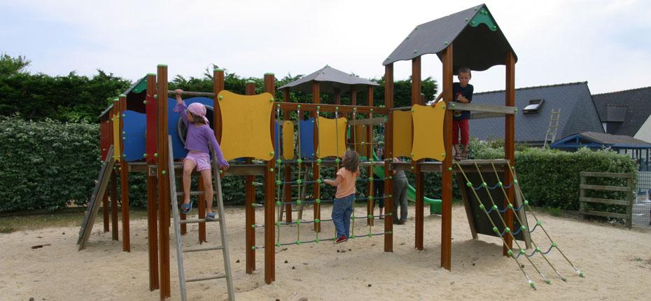 Profitez de l'aire de jeux au camping Le Grand Large en Bretagne sur Crozon