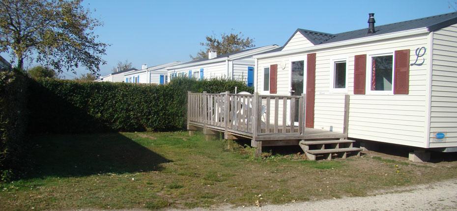 L'extérieur du mobil-home dans notre camping de Bretagne en Finistère