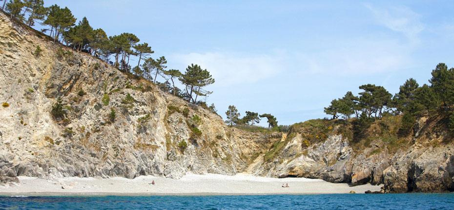 Plage sur la presqu'ile de Crozon en Bretagne proche de notre camping 4 étoiles